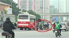 Hà Nội: Hàng chục xe ôm bắt khách 'náo loạn' đường vành đai 3