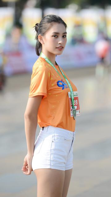 'Soi' nhan sắc hai hoa hậu Đỗ Thị Hà - Trần Tiểu Vy