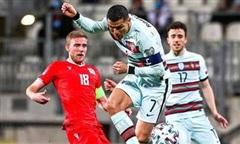 Ronaldo giúp Bồ Đào Nha dẫn đầu bảng vòng loại World Cup 2022