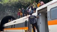 Hiện trường tai nạn đường sắt ở Đài Loan khiến gần 50 người thiệt mạng