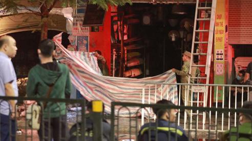 ĐỪNG LỠ ngày 4/4: Cháy kinh hoàng ở Hà Nội, cả gia đình thai phụ tử vong;  HLV kỳ lạ nhất thế giới tuyên bố Campuchia sẽ vượt cả Việt Nam để vô địch SEA Games