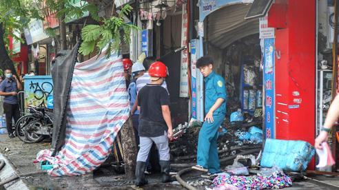 Đã xác định danh tính người tử vong trong vụ cháy cửa hàng bán đồ sơ sinh trên phố Tôn Đức Thắng, nạn nhân nữ đang mang thai khoảng 3 tháng tuổi