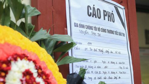 Phó Chủ tịch UBND TP Hà Nội thăm hỏi, động viên gia đình các nạn nhân trong vụ cháy cửa hàng bán đồ sơ sinh trên phố Tôn Đức Thắng