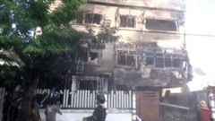 Sau hỏa hoạn, ngôi nhà 3 tầng bất ngờ đổ sập