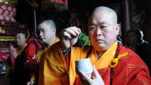 Phương trượng Thiếu Lâm Tự làm trọng tài trận tỉ thí giữa Yi Long với 'Vua Thái Cực Quyền'