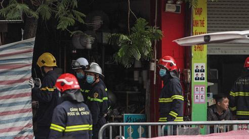 Cảnh tượng thương tâm trong vụ cháy nhà 4 người tử vong ở Hà Nội: 'Người mẹ nằm trong tư thế ôm con gái 10 tuổi vào lòng, úp mặt con vào ngực như để bảo vệ'