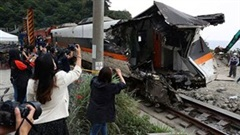 Công bố video khoảnh khắc tàu trật bánh làm 50 người thiệt mạng ở Đài Loan
