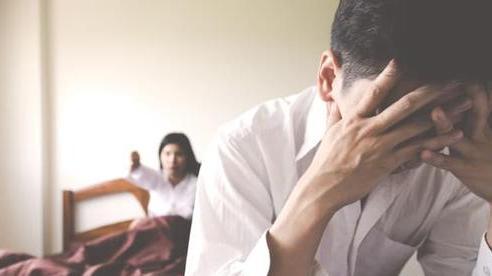 Nam thanh niên khổ sở vì suy giảm 'ham muốn', thường xuyên viện cớ đi làm xa do vợ bắt 'giao ban' 3 lần/ngày