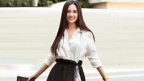 Mai Phương Thúy diện sơ mi của NTK Công Trí, được fans khen 'Chị đẹp như 1 bài dân ca'