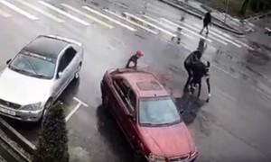 Clip cô gái bị sát hại vì không chấp nhận tục 'bắt vợ' ở Kyrgyzstan