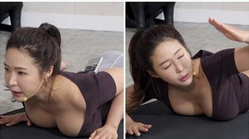 Dạy yoga quá có tâm trên sóng, nữ streamer gợi cảm bỗng chốc 'quên nội y', khiến clip hút cả triệu view theo dõi