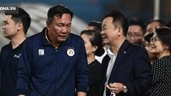 Bầu Hiển vui ra mặt, nắm chặt tay động viên Hà Nội FC trước ngày có 'biến động' lớn