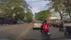 'Quái xế' vượt ẩu tông ngã hai mẹ con đi bộ sang đường