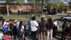 Cận cảnh hiện trường xả súng ở trường học Mỹ, đã có thương vong