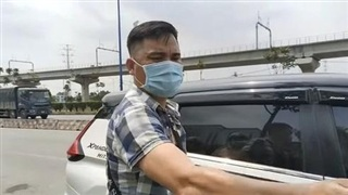 Bắt Youtuber Lê Chí Thành, người chuyên livestream để 'giám sát CSGT làm việc'