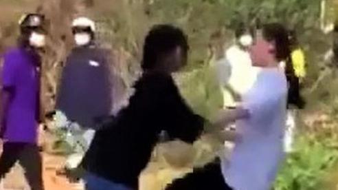 Phẫn nộ clip nhóm học sinh nữ cấp 2 ở Lâm Đồng kéo ra nghĩa trang đánh dằn mặt nhau