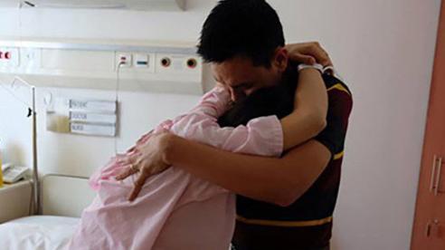 Chồng đi công tác nước ngoài nuôi bồ có con riêng, vợ biết vẫn điềm nhiên, song màn 'chốt hạ' của cô sau đấy mới 'đắng ngắt'