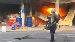 TP.HCM: Cháy lớn kèm tiếng nổ thiêu rụi 3 căn nhà và nhiều tài sản