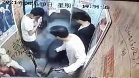 Xe đạp điện bốc cháy trong thang máy, nhiều người bị thương