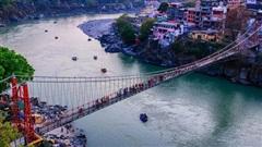 Sông Hằng - dòng sông thiêng quan trọng như thế nào với người Ấn Độ, đến mức họ bất chấp nguy cơ nhiễm Covid-19 để được 'tẩy uế' ở nơi này?