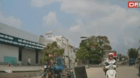 Người phụ nữ 'siêu lầy': Dừng xe giữa đường, thích đi thẳng, không đi vòng và bắt ô tô phải tránh