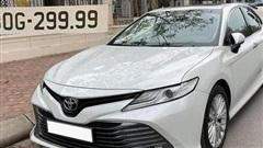 'Lỡ tay' bốc biển tứ quý '299.99', chủ xe rao giá Toyota Camry chạy lướt 5.000km đắt ngang Lexus ES 250
