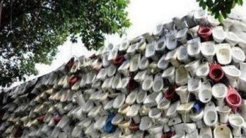 Đang đi dạo phố thì thấy một bức tường vừa nhìn đã thấy buồn nôn, cô gái càng thêm dở khóc dở cười khi biết được câu chuyện phía sau