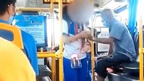 Nữ sinh bị người đàn ông quấy rối trên xe buýt