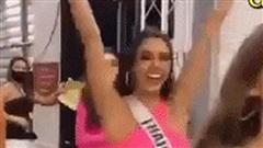Hình ảnh Khánh Vân hạnh phúc sau hậu trường khi lọt top 21 tại đêm Chung kết Hoa hậu Hoàn vũ 2020