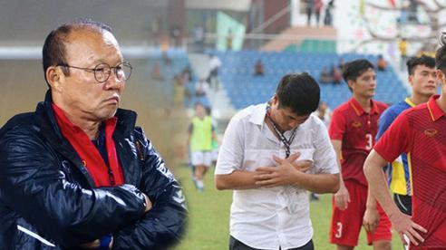 Sau cú 'ho khẽ' của bầu Đức, HLV Park Hang-seo đang phải đối mặt với 'bóng ma Hữu Thắng'