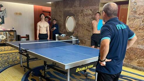 HLV Park Hang-seo chống hông 'thách thức' Công Phượng, tuyển Việt Nam lao vào cuộc đấu mới