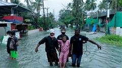 Hàng nghìn người dân Ấn Độ phải 'chạy trốn' khỏi siêu bão Tauktae giữa đại dịch