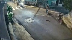 Sáu thanh niên dàn cảnh cướp xe máy lúc 2 giờ sáng
