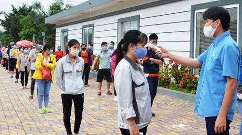 ĐỪNG LỠ ngày 20/5: Việt Nam đã có ca bệnh ngồi họp cách xa 10m vẫn mắc Covid-19; Thêm 2 bệnh nhân Covid-19 tử vong