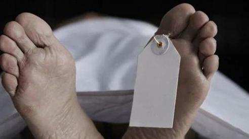 Người đàn ông Ấn Độ trốn viện cùng thi thể vợ mắc Covid-19