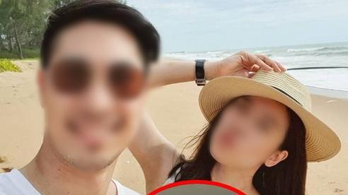 Đăng ảnh lỡ dính 'vật kỷ niệm' của tình cũ, cô gái bị vợ người ta nhắn tin dằn mặt, gửi kèm clip 'giường chiếu' để khoe khoang!