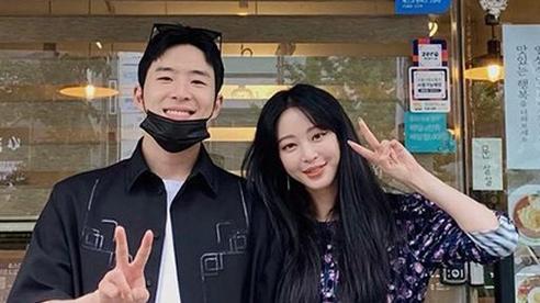 Bị Dispatch 'bóc trần', Han Ye Seul phải thừa nhận bạn trai kém 10 tuổi làm ở quán karaoke, nhưng nói gì về nghi vấn trai bao?