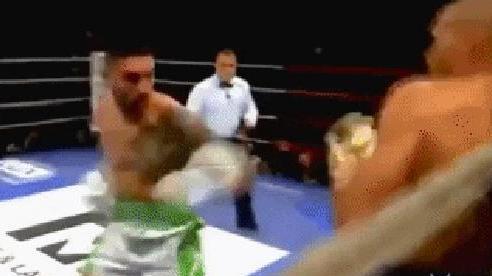 Cố đánh trận cuối rồi giải nghệ, võ sĩ 45 tuổi nhận về cơn mưa đòn, đổ gục chỉ sau 2 phút