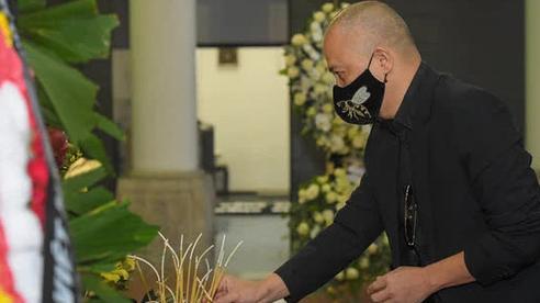 Đám tang hoa hậu Thu Thủy: 'Tôi không dám nhìn Thủy ở bên trong, chỉ dám nhìn ảnh'