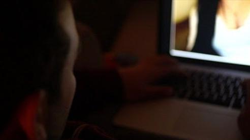 Người đàn ông nhiều lần bị tống tiền trên mạng chỉ vì tính tò mò