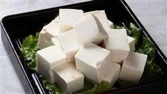 3 loại đậu phụ tuyệt đối không nên mua bởi nó đã hư hỏng, thậm chí bị ngâm trong hóa chất, nếu lỡ ăn vào có thể gây nguy hiểm cho sức khỏe