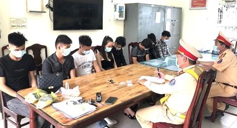 'Lắc' ở Quảng Nam, gọi taxi ra Đà Nẵng tìm chỗ ngủ