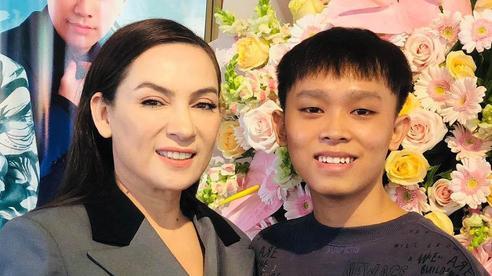 Nói về vấn đề tiền cát xê của Hồ Văn Cường, Phi Nhung khẳng định 'toàn bộ sẽ được trao lại khi Hồ Văn Cường đủ 18 tuổi'