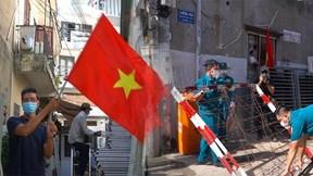 Dỡ phong tỏa, dân hẻm 456 Nguyễn Văn Công ở Gò Vấp vui mừng