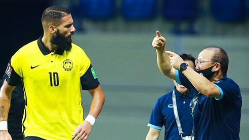 Đội tuyển Malaysia có 11 người, dính 6 thẻ vàng và bị loại mất tiêu!