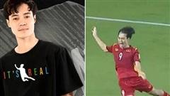 Chủ tịch Văn Toàn dạy bạn 'làm giàu': Bị fan Malaysia công kích, chớp cơ hội ra luôn mẫu áo in hình cú ngã penalty