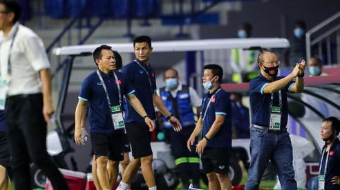 Nhận án phạt từ FIFA, HLV Park Hang-seo bị cấm làm những điều gì trong trận Việt Nam vs UAE?