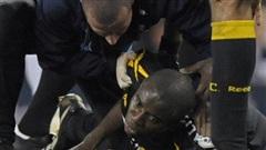 Lịch sử bóng đá thế giới từng chứng kiến cầu thủ đột quỵ trên sân, ngưng tim 78 phút và những diễn biến khiến cả thế giới nghẹt thở