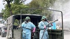 Xe chuyên dụng phun khử khuẩn toàn bộ Bệnh viện Bệnh Nhiệt đới
