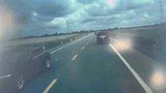 Camera ghi cảnh ô tô con đối đầu xe tải ở Hưng Yên khiến 3 người tử vong